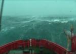 Un barco enfrentó por 14 minutos olas de 30 metros