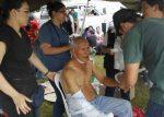 Doctor improvisa consultorio en calle de Pedernales