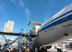 Desde China llega avión con donaciones para afectados