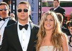 Angelina Jolie cachó a Brad Pitt platicando con Jennifer Aniston