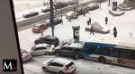 Calles congeladas ocasionan un masivo choque de carros
