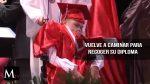 Un estudiante de espina bífida camina para recoger su diploma